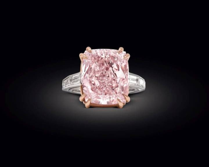 2-Graff-Pink-Diamond-Price-46-million-These-Are-the-Most-Expensive-Auction-Items-in-the-World-via-trend-kid.com_